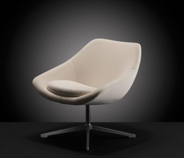 Open lounge chair with swivel base